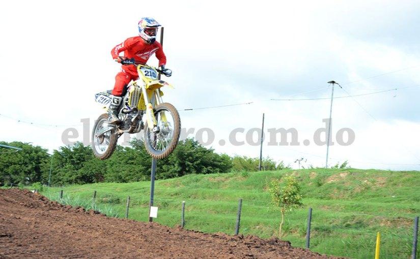 Motocross: Acrobacia y carrera sobreruedas